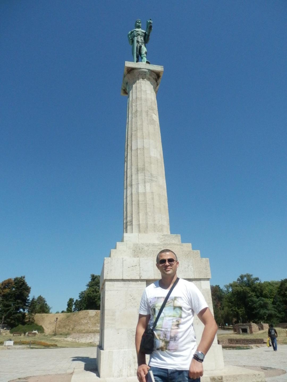 Worldgeographe et la statue du Vainqueur à Belgrade